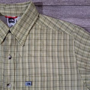 The north face mens green button up shirt size M